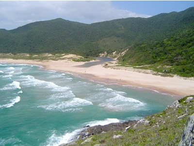 http://aurelio.files.wordpress.com/2007/01/praia-da-lagoinha-do-leste-floripa.jpg